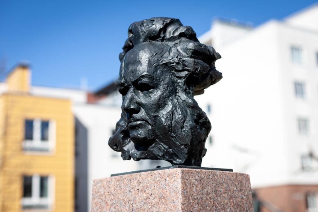Henrik Ibsen byste